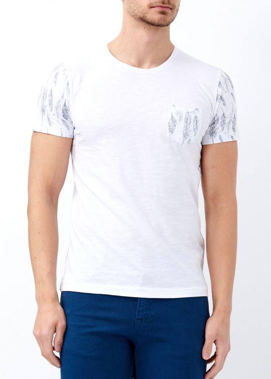 Erkek Beyaz Cep Baskılı Genişi Yaka Tişört