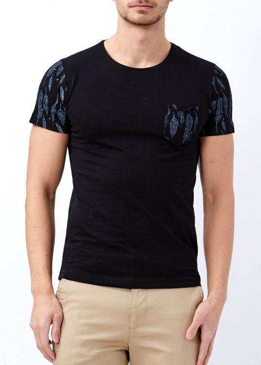 Erkek Siyah Cep Baskılı Genişi Yaka Tişört